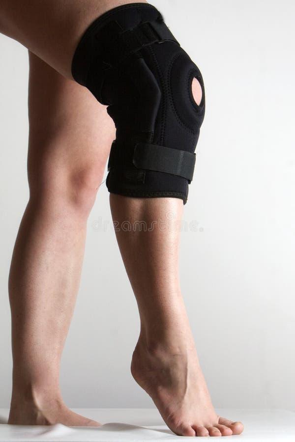 大括号伤害膝盖 免版税库存图片