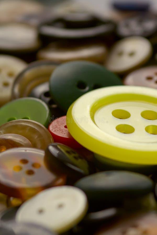 大按钮塑料黄色 库存照片