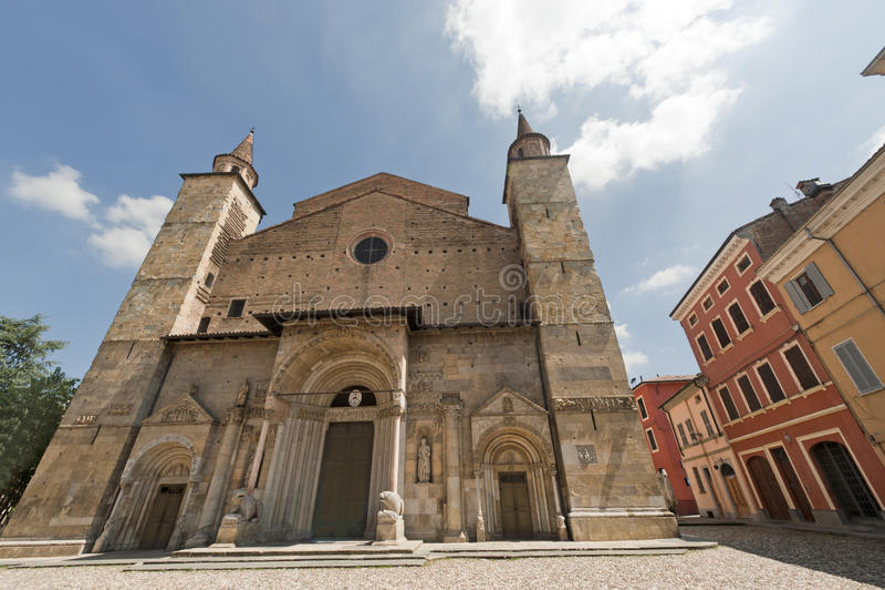 大教堂一点红fidenza意大利帕尔马romagna 库存照片