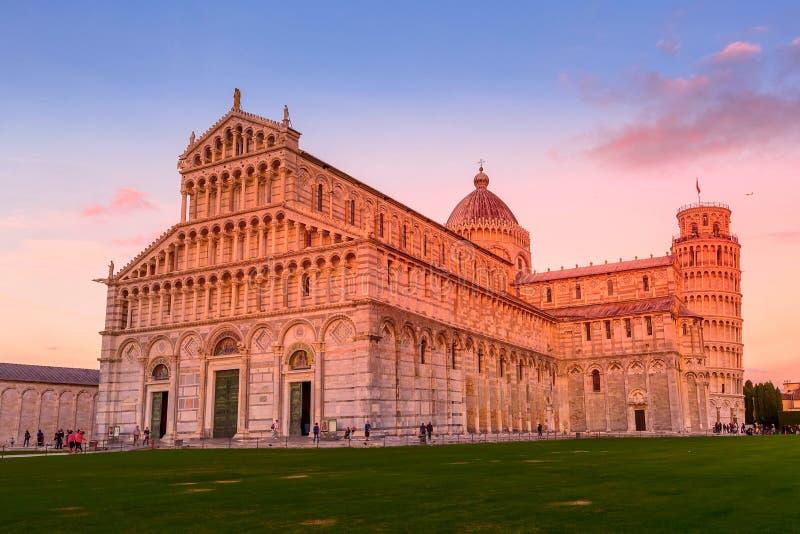 大教堂倾斜比萨塔的意大利 免版税库存图片