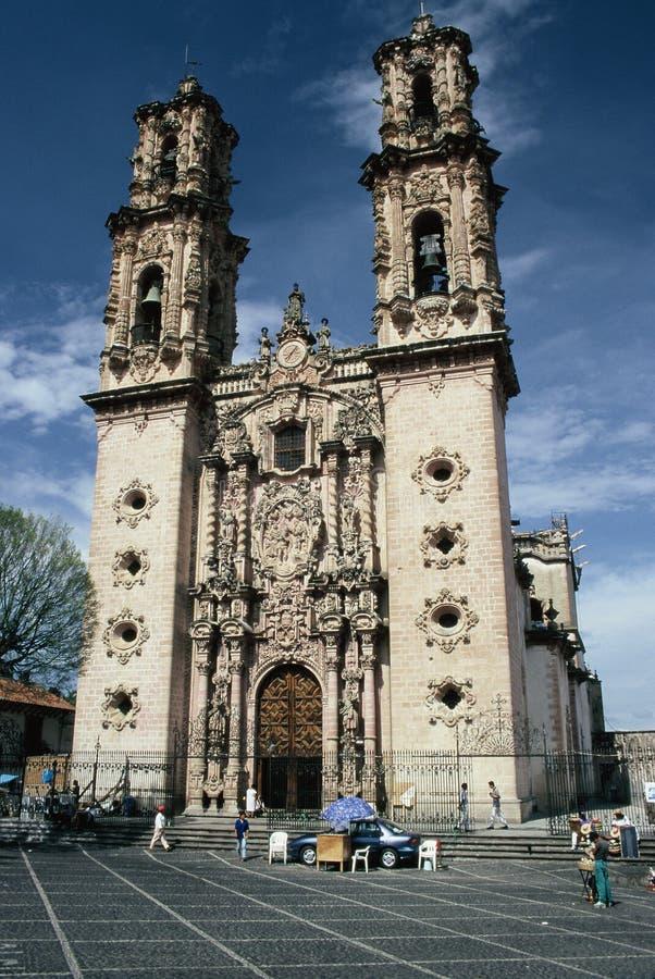 大教堂前taxco视图 免版税库存图片