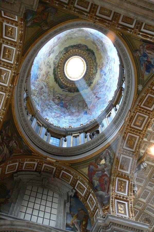 大教堂圆顶内部peters st 库存照片