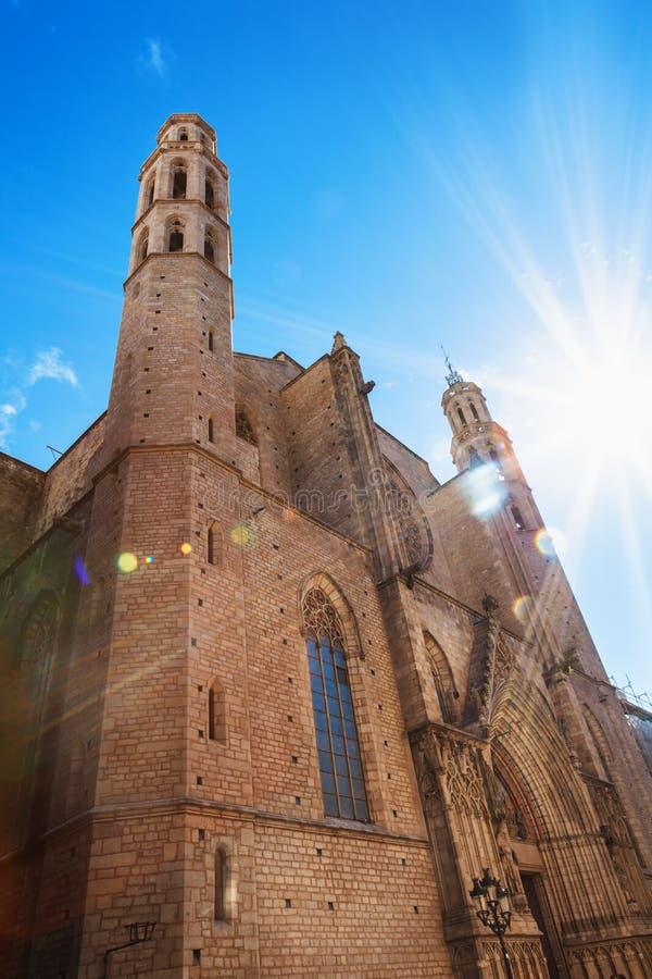 大教堂圣玛丽亚Del Mar加泰罗尼亚的哥特式样式的门面在巴塞罗那,卡塔龙尼亚,西班牙 库存图片