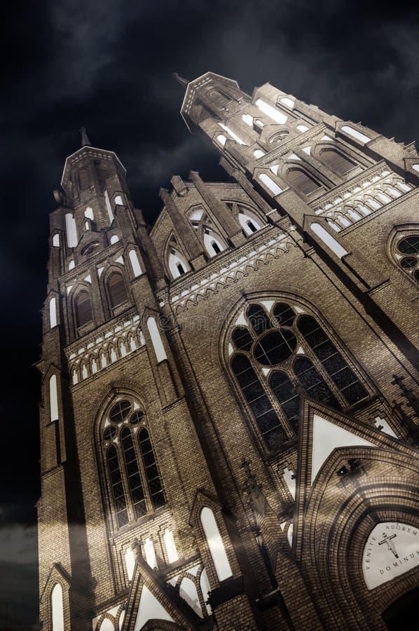 大教堂在晚上 库存图片