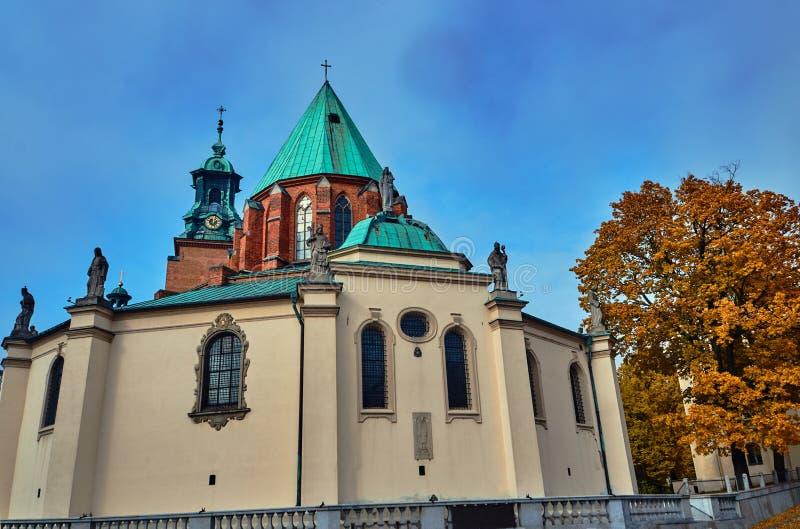 大教堂大主教管区的塔和雕象 库存图片