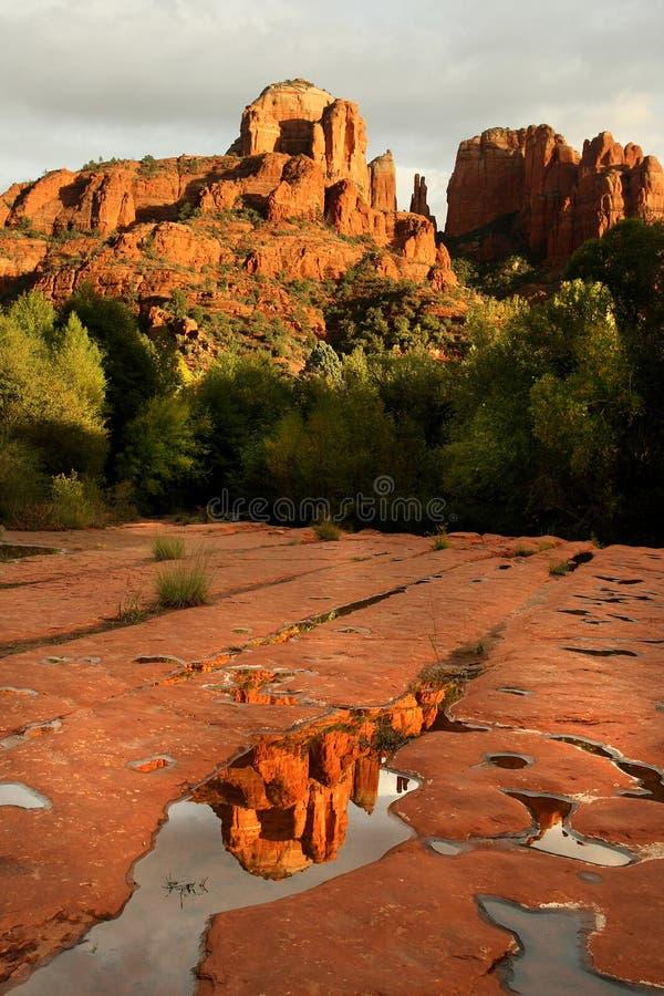 大教堂岩石反射 免版税图库摄影