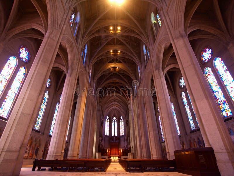 大教堂教会主教雍容教堂中殿 免版税库存照片