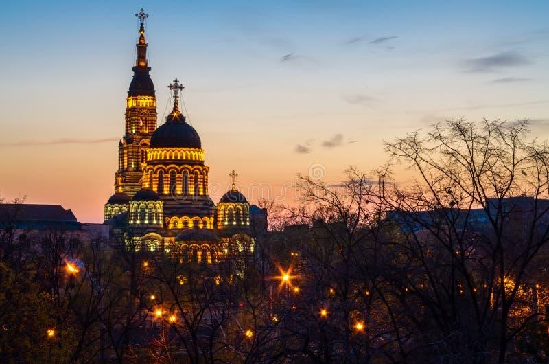 大教堂教会在哈尔科夫,日落的乌克兰与光 免版税图库摄影