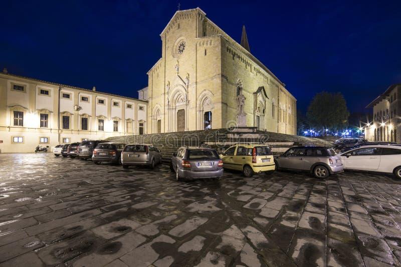 大教堂正方形在晚上阿雷佐托斯卡纳意大利欧洲 免版税库存照片