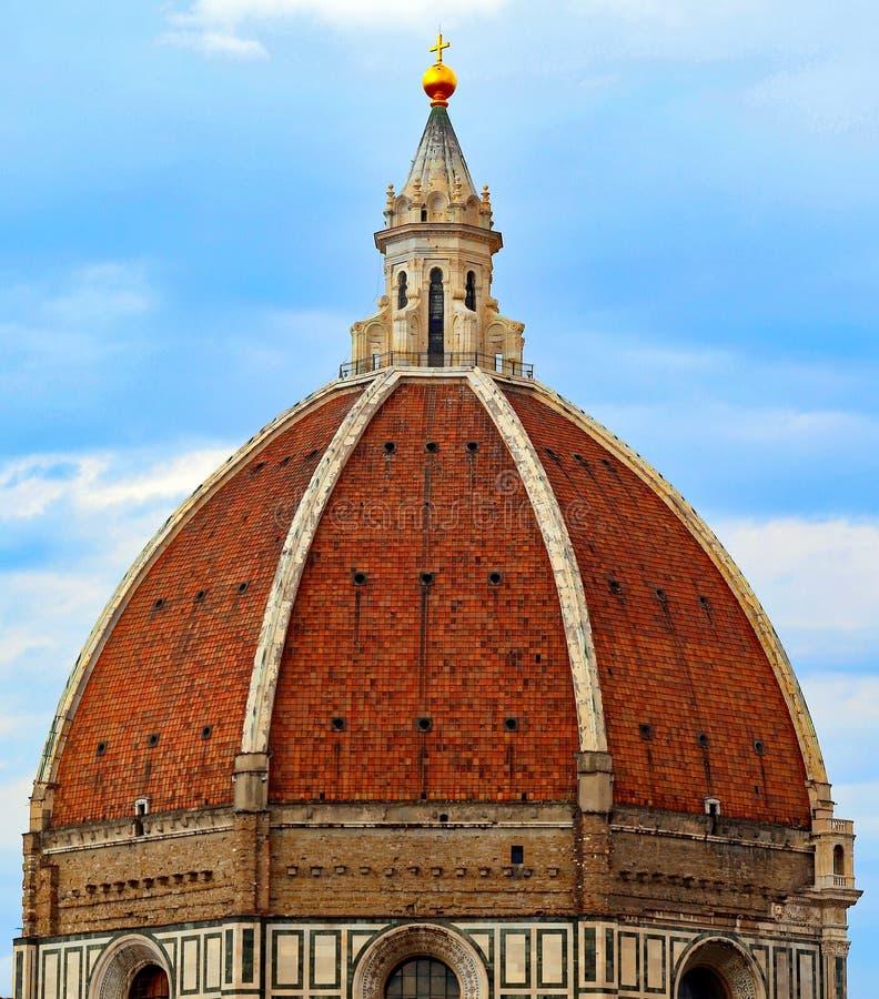 大教堂的大圆顶在佛罗伦萨意大利和大金黄b 库存照片