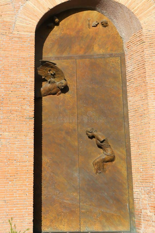 大教堂罗马的老门 库存照片