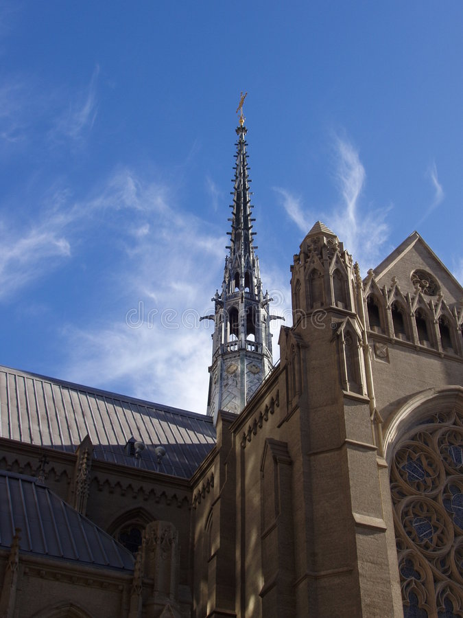 大教堂雍容天空 免版税图库摄影