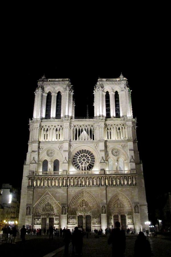 大教堂巴黎圣母院在晚上 图库摄影