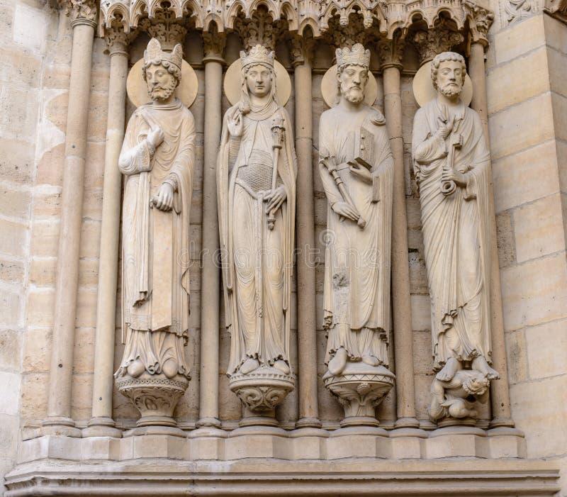 大教堂巴黎圣母院-被建立的法国哥特式建筑和它是在最大和最知名的教会buildi中 免版税库存图片