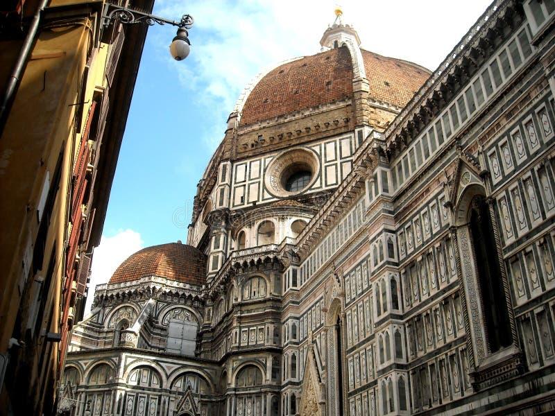大教堂del惊人地详述二外部著名fiore佛罗伦萨地标玛丽亚多数晚上圣诞老人 库存照片