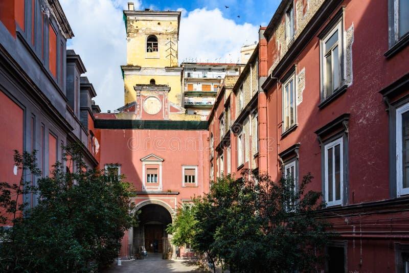 大教堂della的佛罗伦萨圣母领报大殿马吉欧雷庭院在那不勒斯,意大利 免版税库存图片