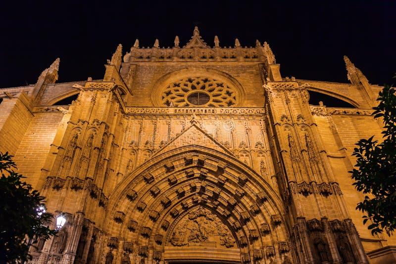 Download 大教堂La Giralda在塞维利亚西班牙 库存图片. 图片 包括有 哥特式, 灯笼, 不列塔尼的, 圆屋顶 - 30333099