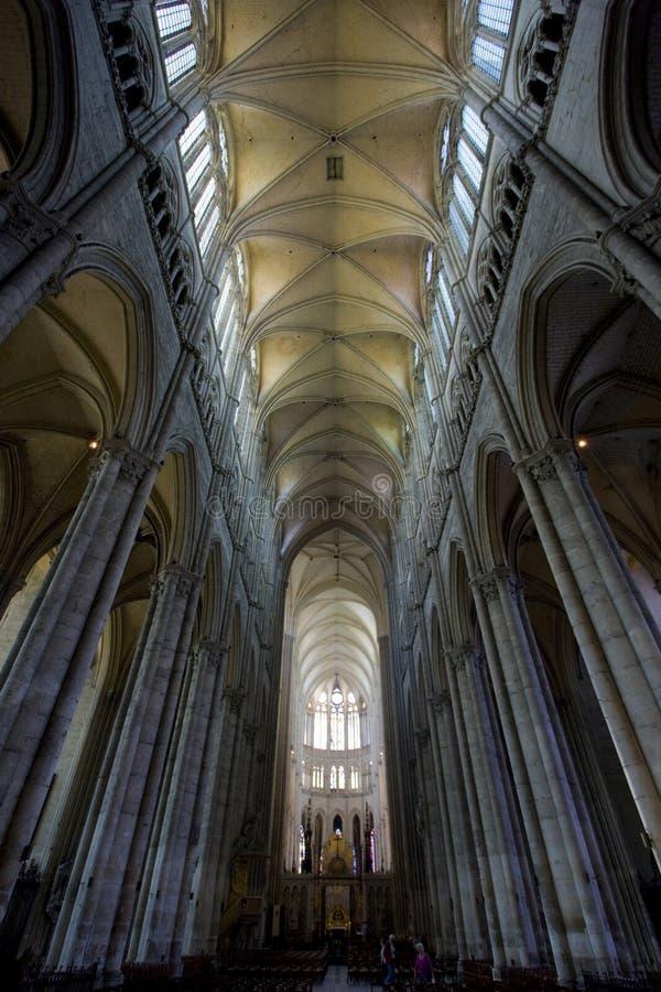 大教堂Notre Dame,亚眠,皮卡第,法国内部  免版税库存照片