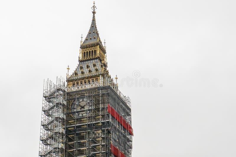 大本钟伦敦钟楼地标的关闭在整修下 免版税图库摄影