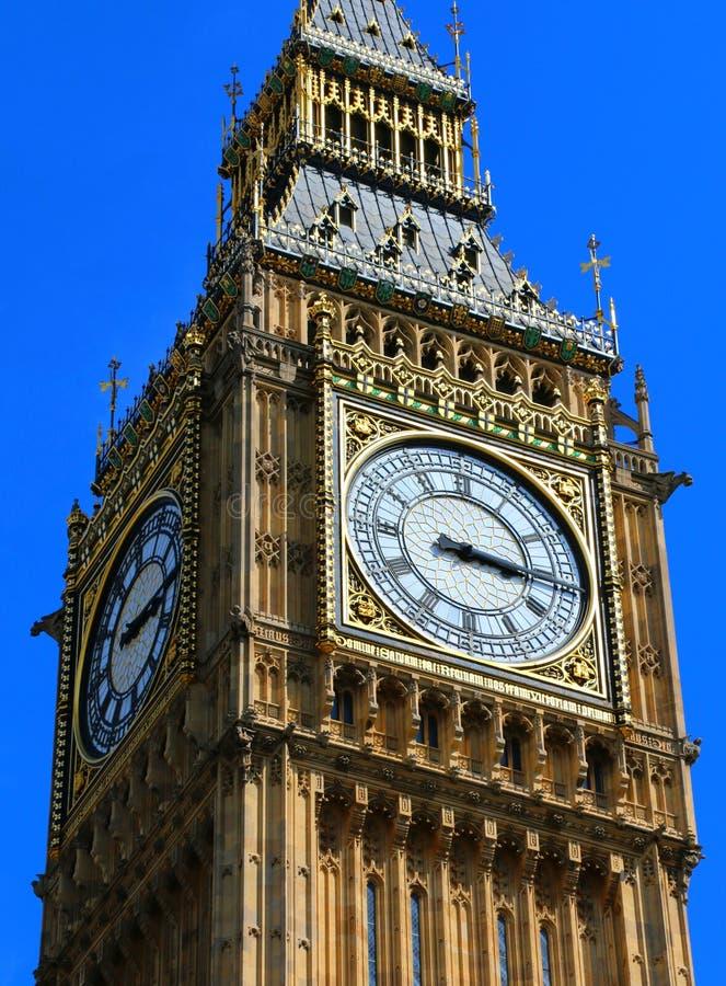 大本钟关闭与蓝天,伦敦 免版税库存图片