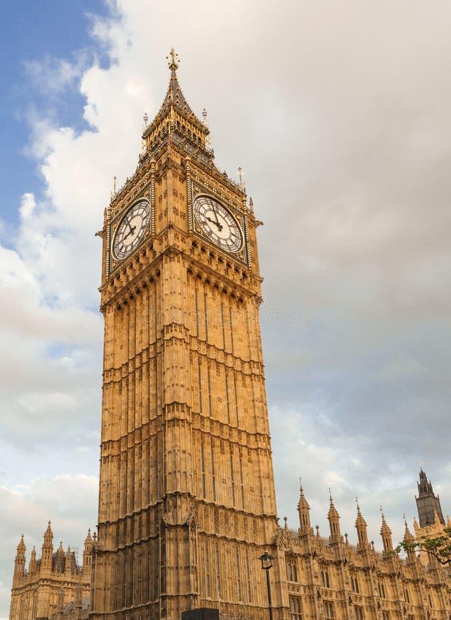 大本钟在英国议会,威斯敏斯特宫殿的钟楼 库存图片