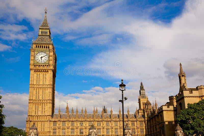 大本钟尖沙咀钟楼在伦敦英国. 哥特式, 镇痛药.图片