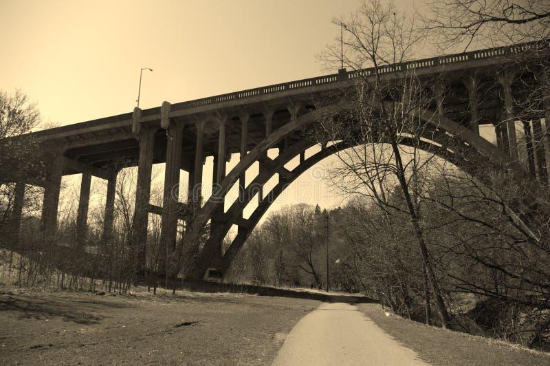 大桥从下面 库存图片