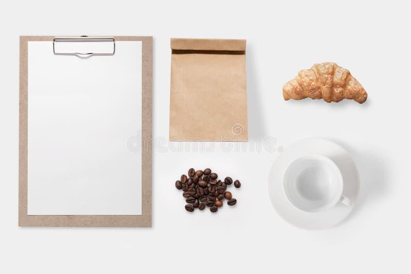 大模型被隔绝的咖啡具集合的设计观念 免版税库存照片