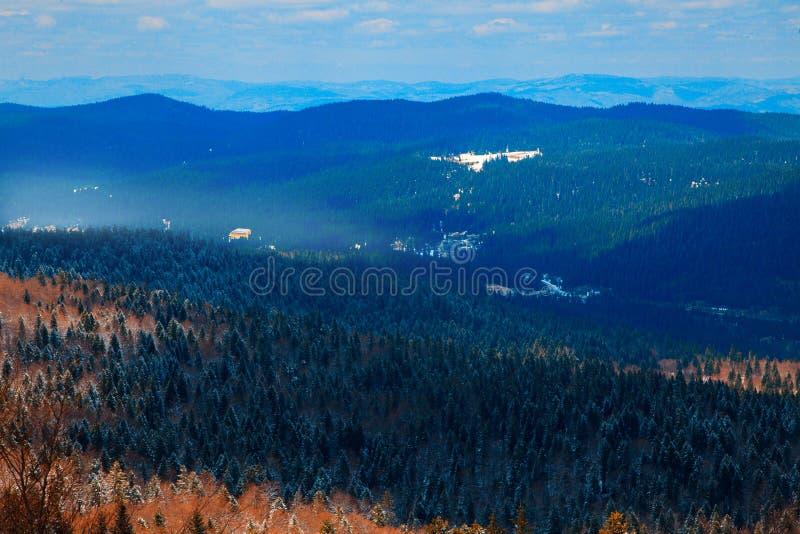 大横向山山 别拉什尼察山 达成协议波斯尼亚夹子色的greyed黑塞哥维那包括专业的区区映射路径替补被遮蔽的状态周围的领土对都市植被 免版税图库摄影