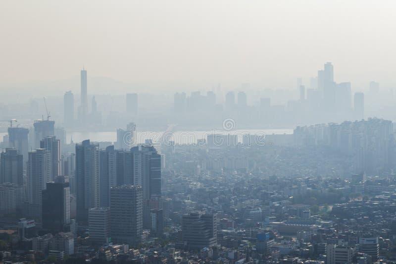 大气污染在市汉城 库存图片