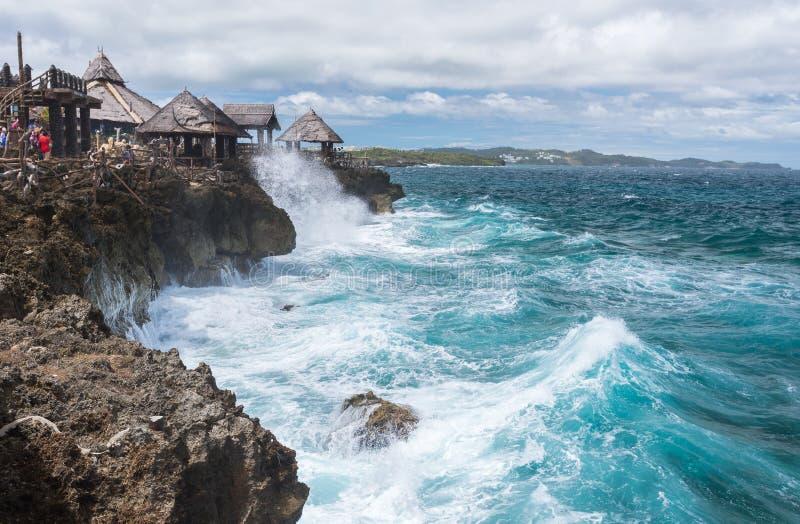 大波浪看法在水晶小海湾小海岛的在博拉凯附近 免版税库存图片