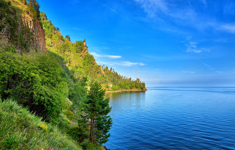 大海深刻的清楚的湖夏日 台面呢 库存照片