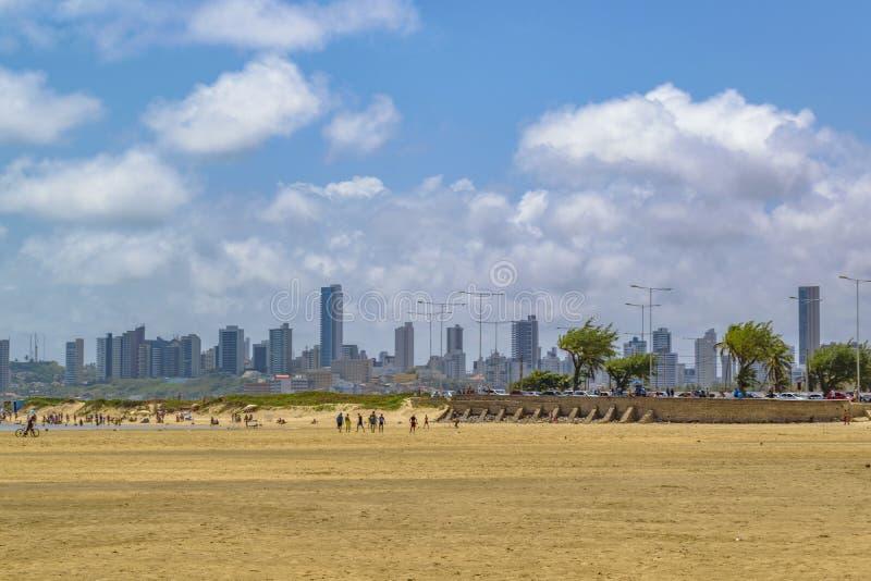大海滩和现代大厦在新生,巴西 免版税库存图片