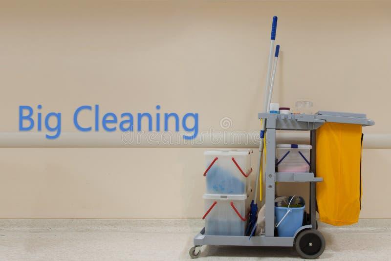 大清洁词概念,清洁推车在有wa的医院 图库摄影