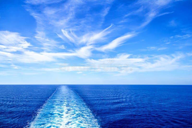 从大游轮船尾的看法  库存图片