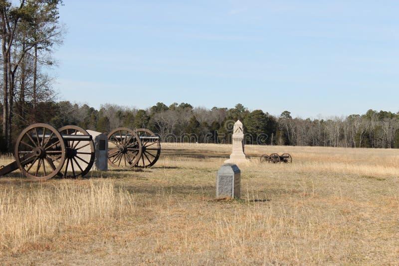 大炮、石头和美好的风景在全国军事公园 免版税库存照片