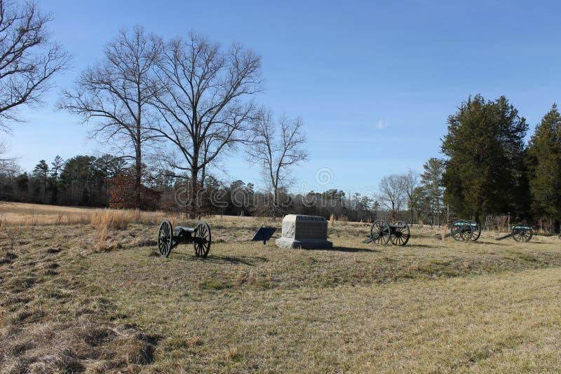 大炮、石头和风景在全国军事公园 库存图片