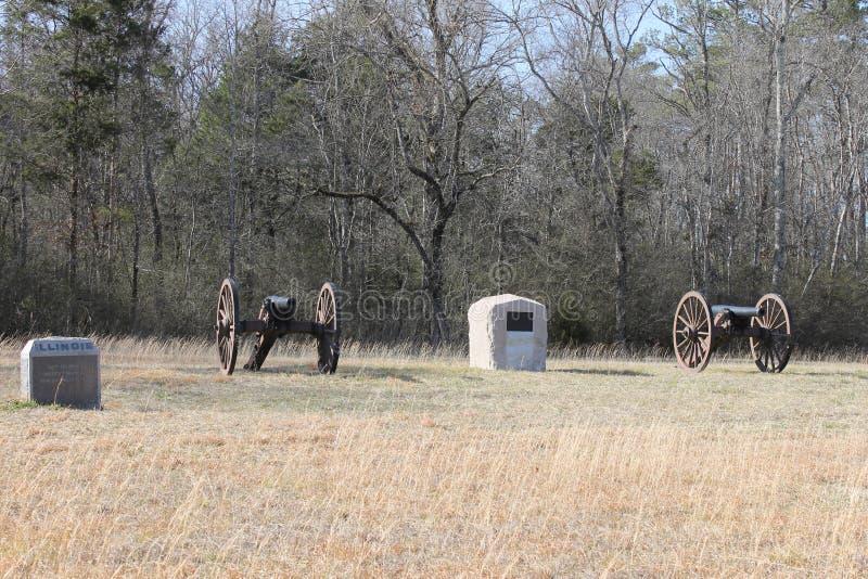 大炮和石头在全国军事公园 库存图片