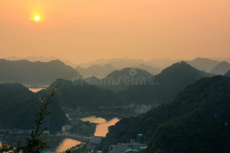 从大炮堡垒的日落视图在猫ba,越南 图库摄影