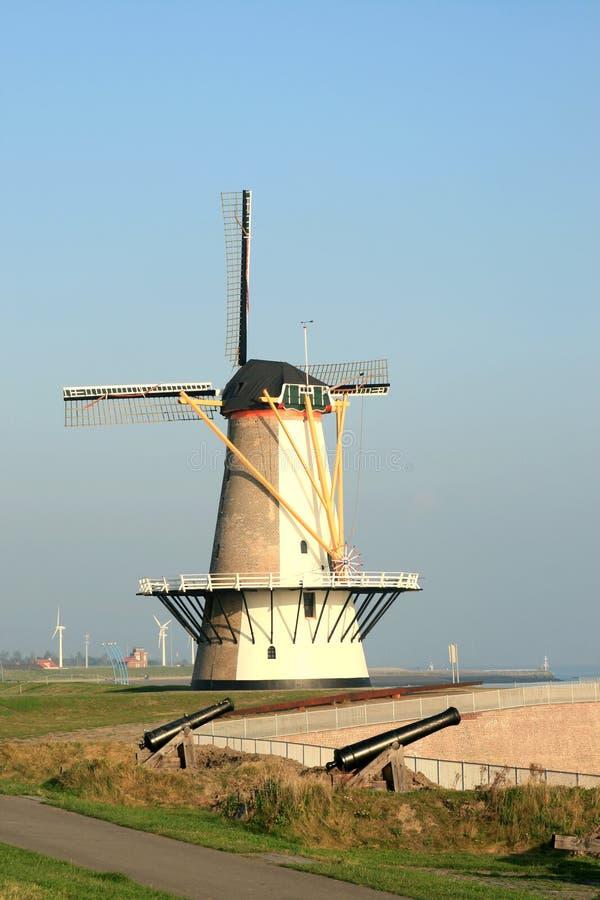 大炮荷兰语磨房塔 库存照片
