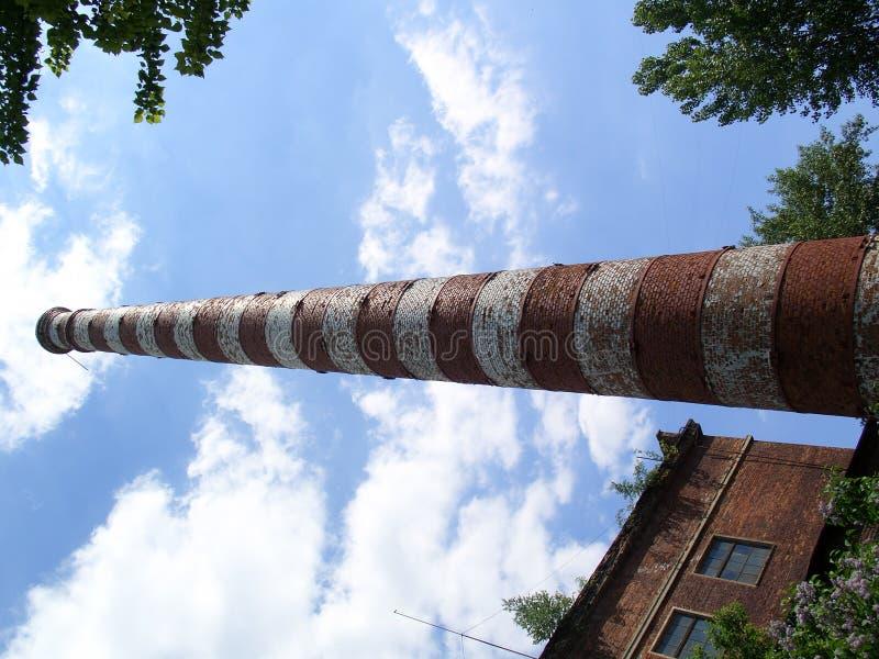 Download 大烟囱 库存照片. 图片 包括有 不列塔尼的, 污染, 行业, 烟囱, 烤箱, 天空, 通气管, 布琼布拉, 工厂 - 181092