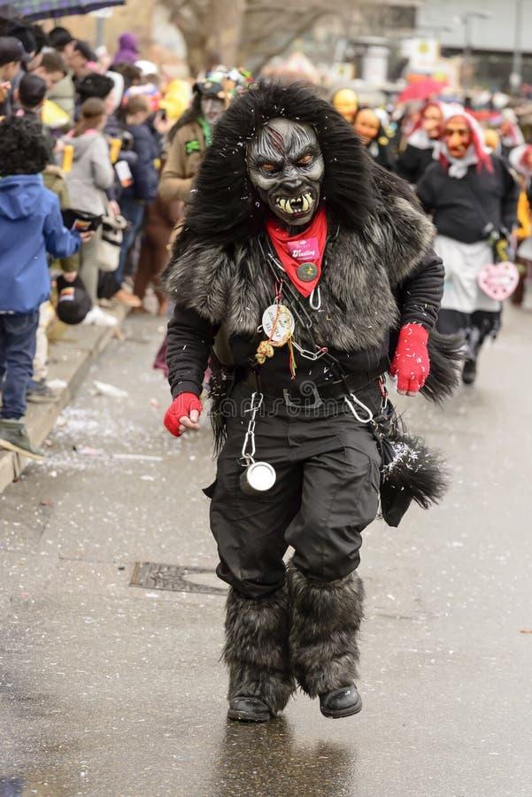 大猩猩面具跑在狂欢节队伍的,斯图加特 免版税库存照片