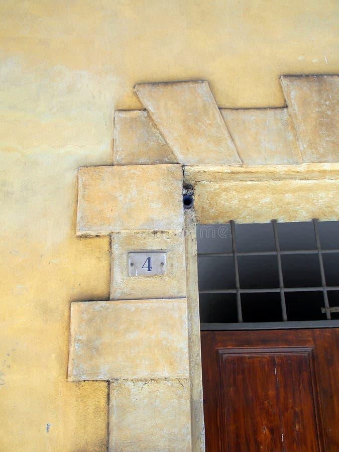 大理石台细节在历史的赭色大厦,意大利的 免版税库存照片