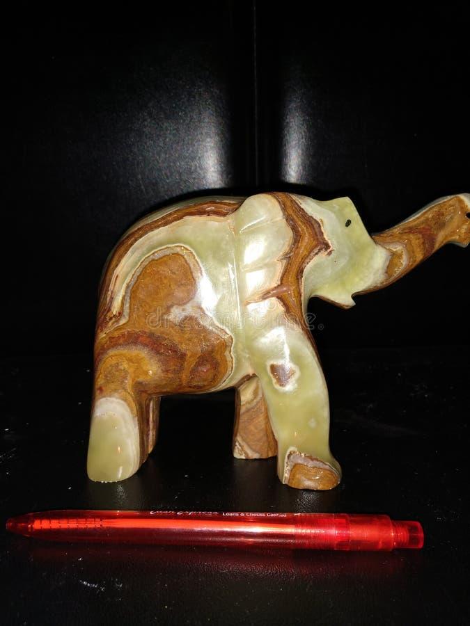 大理石大象手雕刻了细节 免版税库存照片