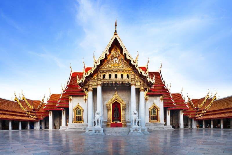 大理石寺庙(Wat Benchamabophit Dusitvanaram),主要旅游胜地,曼谷,泰国。 免版税图库摄影