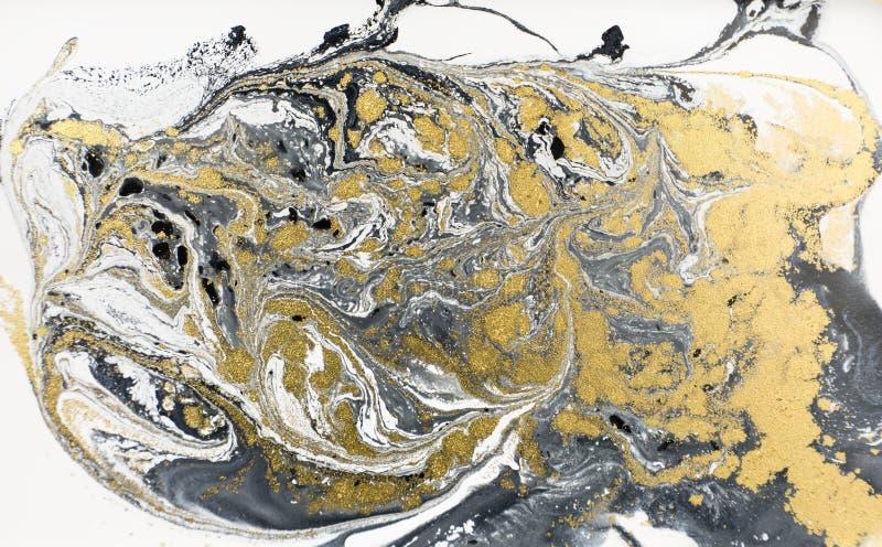 大理石抽象丙烯酸酯的背景 自然黑使有大理石花纹的艺术品纹理 金黄的闪烁 免版税库存图片