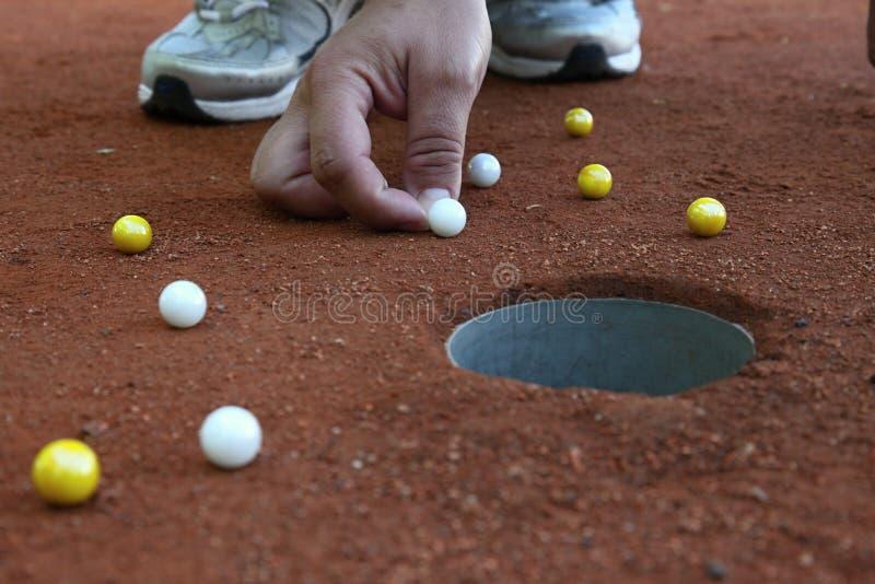 大理石球员射击使有大理石花纹对孔 免版税图库摄影