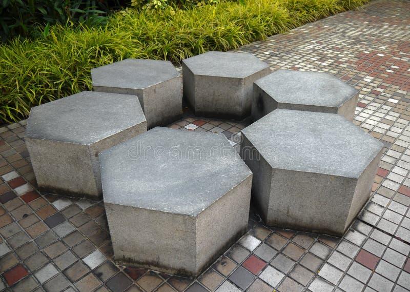 大理石石庭院长凳 库存图片