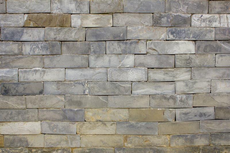 大理石砖光滑的墙壁  青苔岩石石头纹理 灰色石墙 库存图片