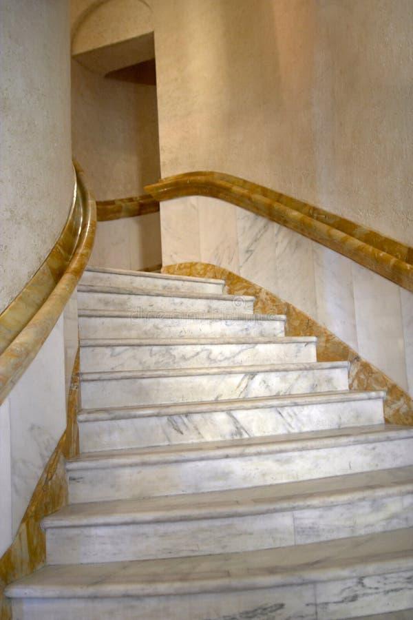大理石螺旋形楼梯 免版税库存照片